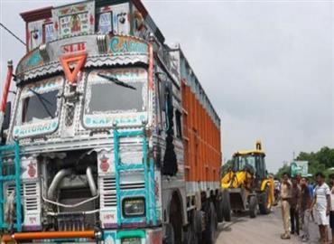हादसा या साजिश: उन्नाव रेप पीड़िता की कार को टक्कर मारने वाला ट्रक SP नेता का निकला